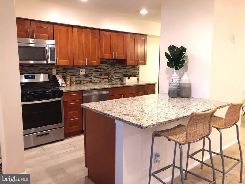 $1,695 / 2br – 922ft2 – Elegant 2 Br condo in Bethesda, close to NIH, Walter Reed, I-495/270, Metro, Shopping